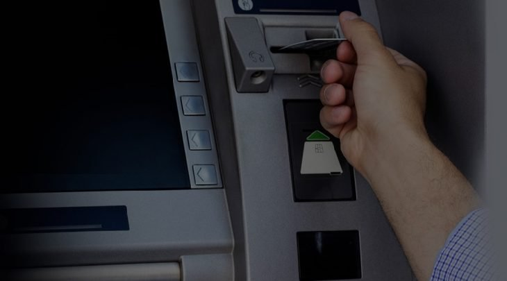 Saque no cartão de crédito alivia no final do mês, mas não compensa