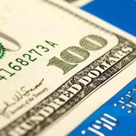 Viajar para o exterior é mais barato com dinheiro vivo, cartão de crédito ou cartão pré-pago?