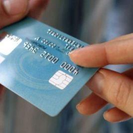 Menor de idade pode ter cartão de crédito
