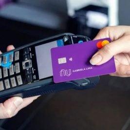 Nubank lança novo cartão de crédito com pagamento por aproximação