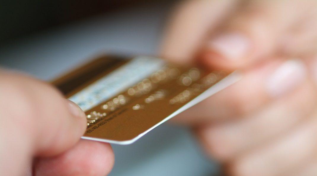 Como funciona o limite do cartão de crédito nas compras parceladas?