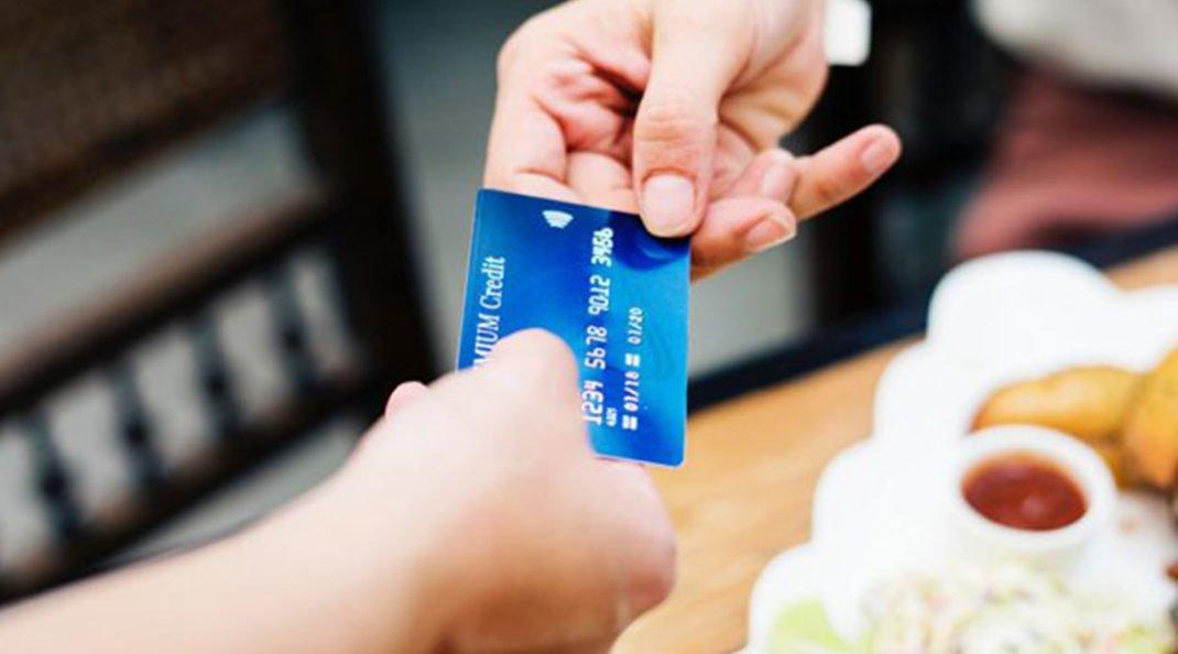 5 perigos do cartão de crédito que você precisa ficar bem longe