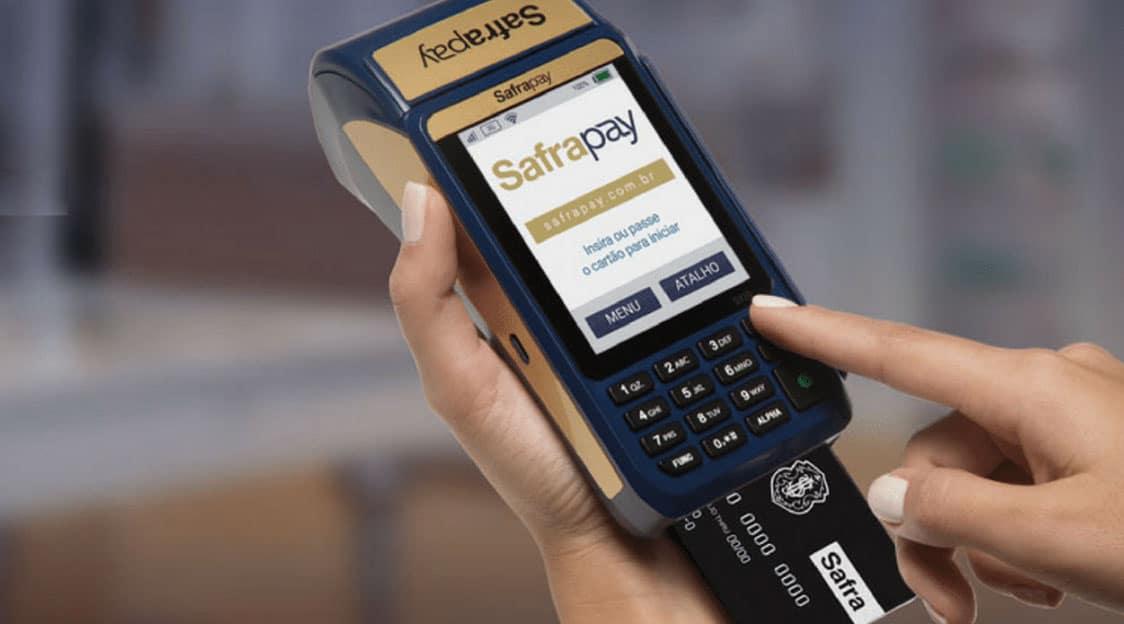 SafraPay zera taxa do crédito à vista e parcelado e esquenta 'Guerra das Maquininhas'