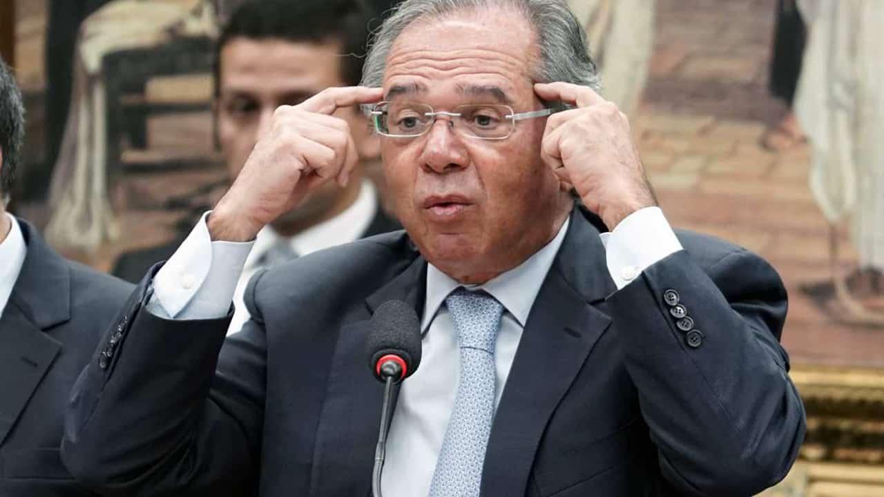 Paulo Guedes diz que funcionários públicos têm parte da culpa por 'roubalheira'