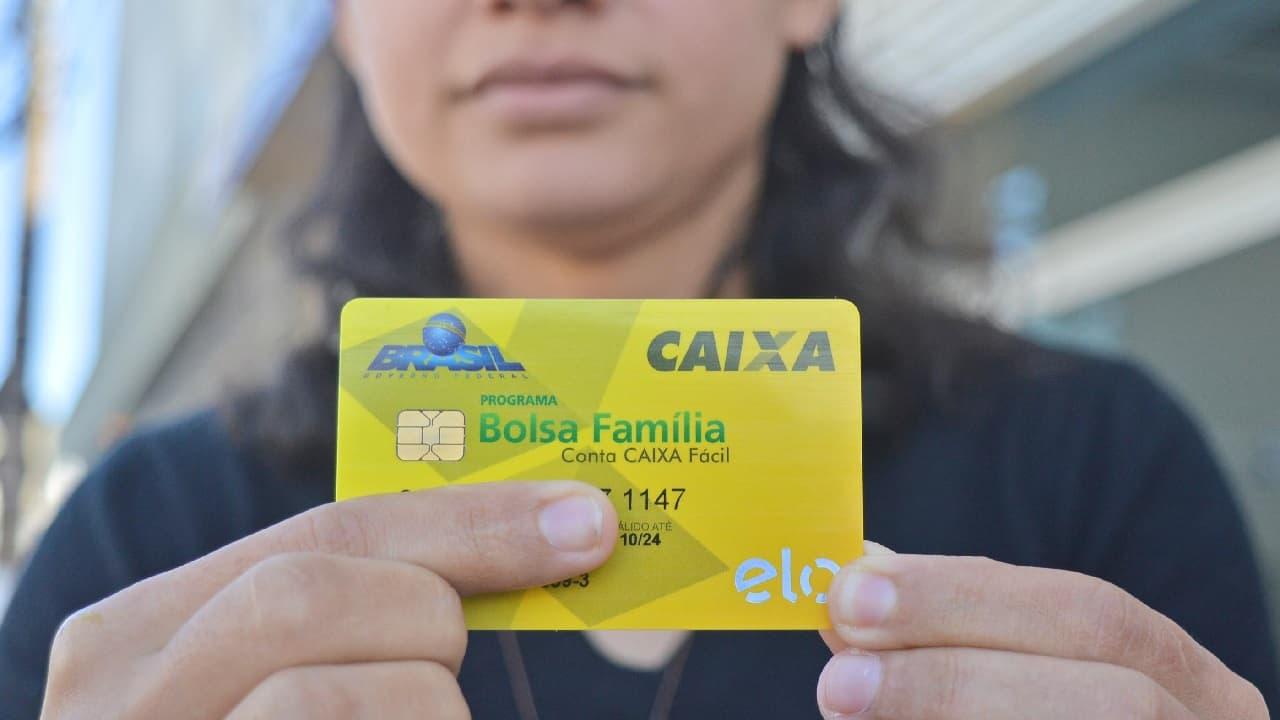 Bolsa Família e aposentadorias sustentam 22,7% dos domicílios no Brasil