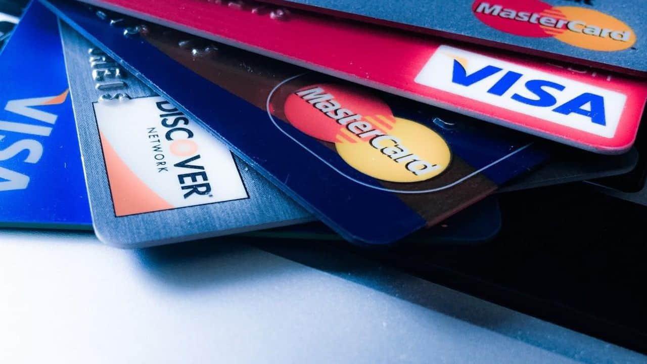 4 em cada 10 usuários de cartão aumentaram limite de crédito sem solicitar