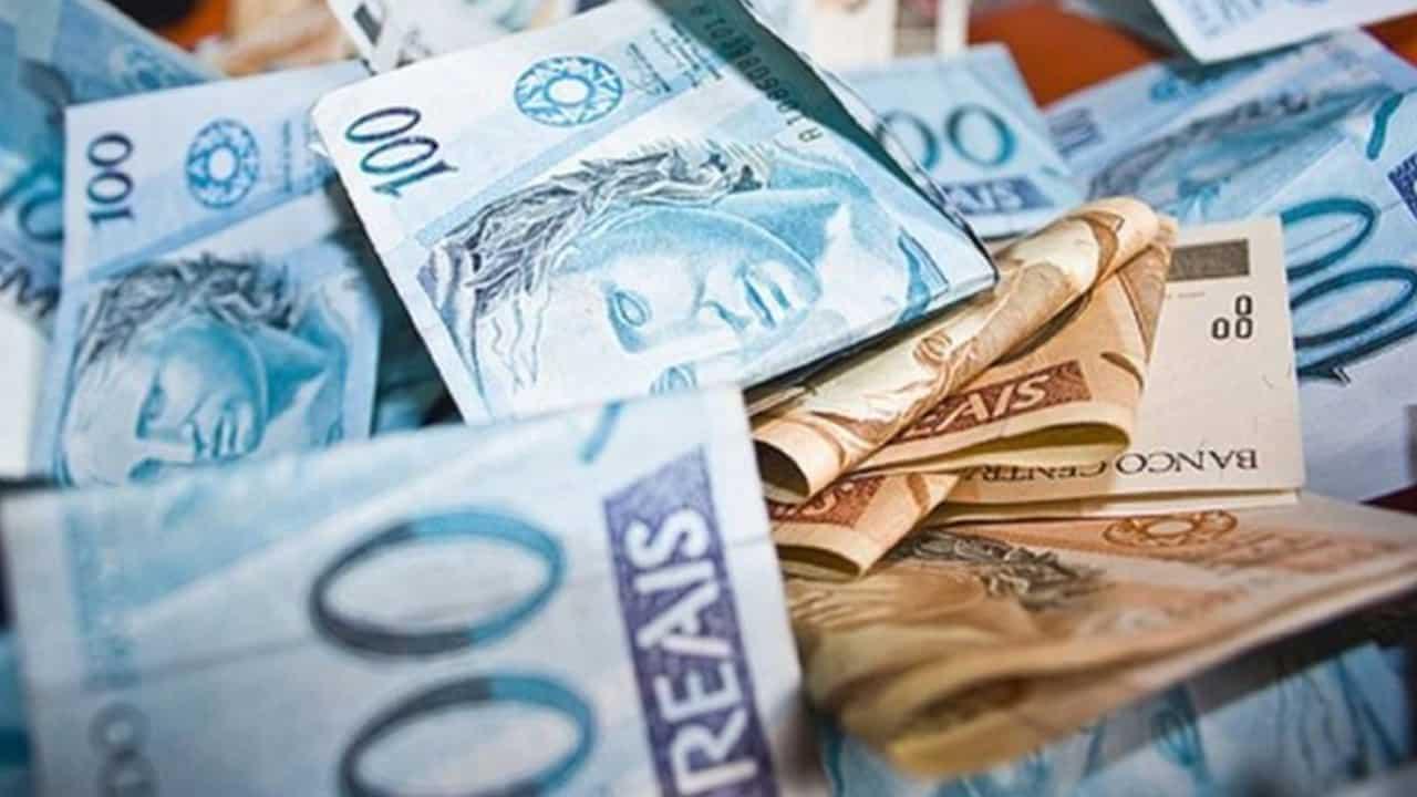 Bolsonaro admite a possibilidade de mudar notas de R$ 100 e R$ 50