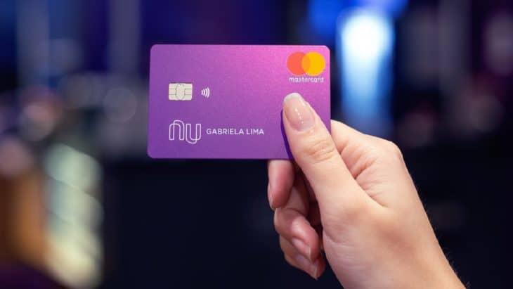 Anúncios do Mercado Livre vendem cartão de crédito Nubank clonados para negativados