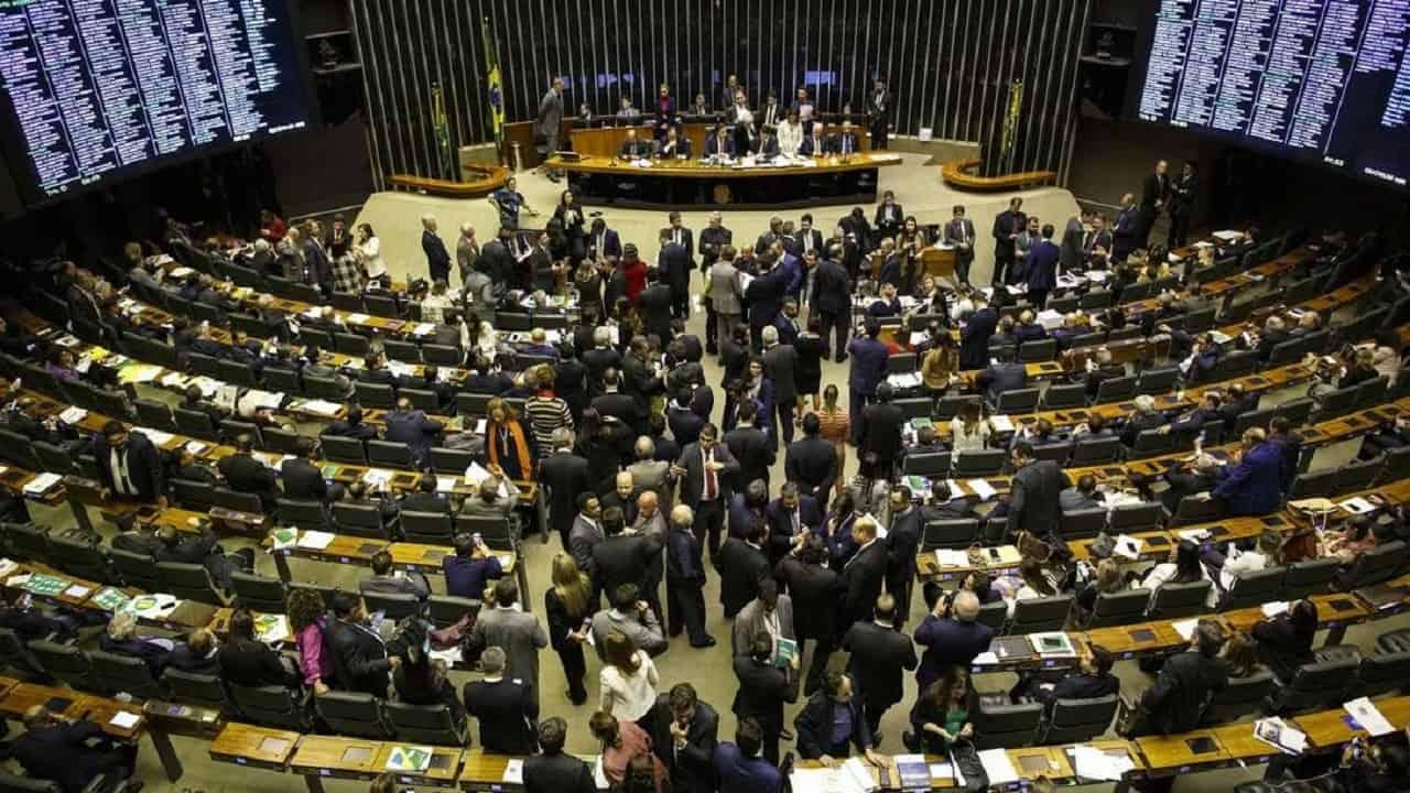 Reforma da Previdência é aprovada no 1º turno da Câmara por 379 a 131 votos