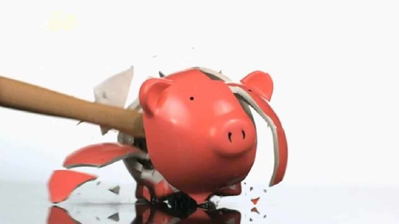 Pagou uma dívida e o nome continua no SPC e Serasa, o que fazer?