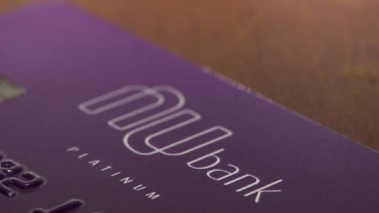 Nubank acaba com a lista de espera e libera o débito para todos os clientes da NuConta