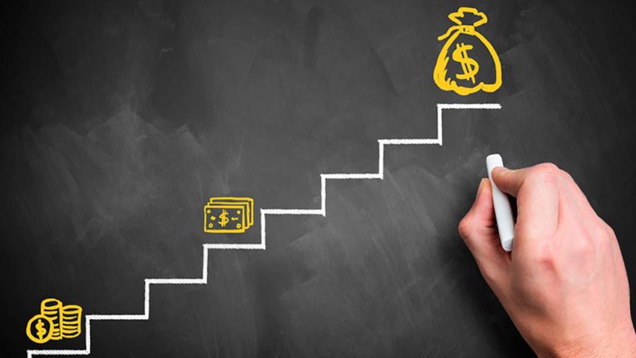 4 dicas para organizar as finanças e poupar dinheiro mesmo sem ter conta em banco
