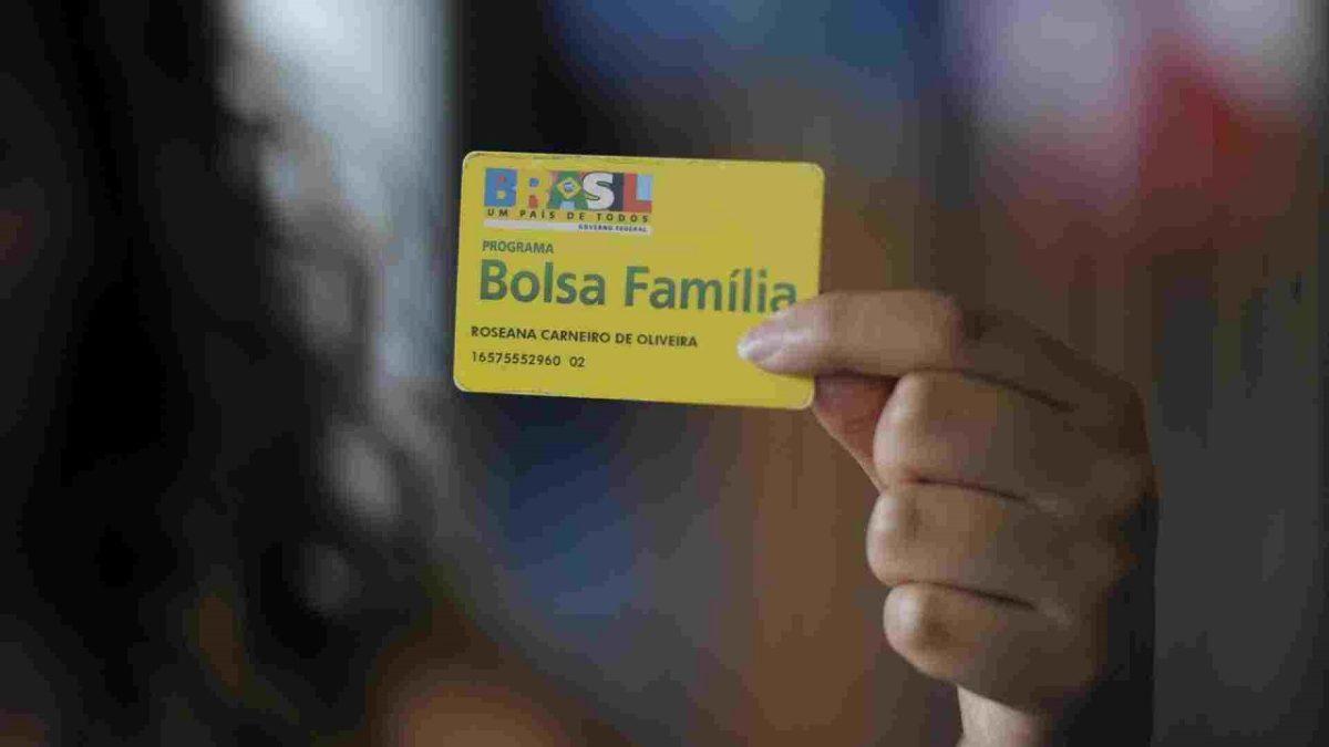 Beneficiários do Bolsa família têm direito ao Cartão Poupança da Caixa gratuitamente