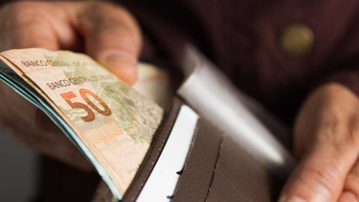 Começa pagamento da segunda parcela do 13º salário para aposentados