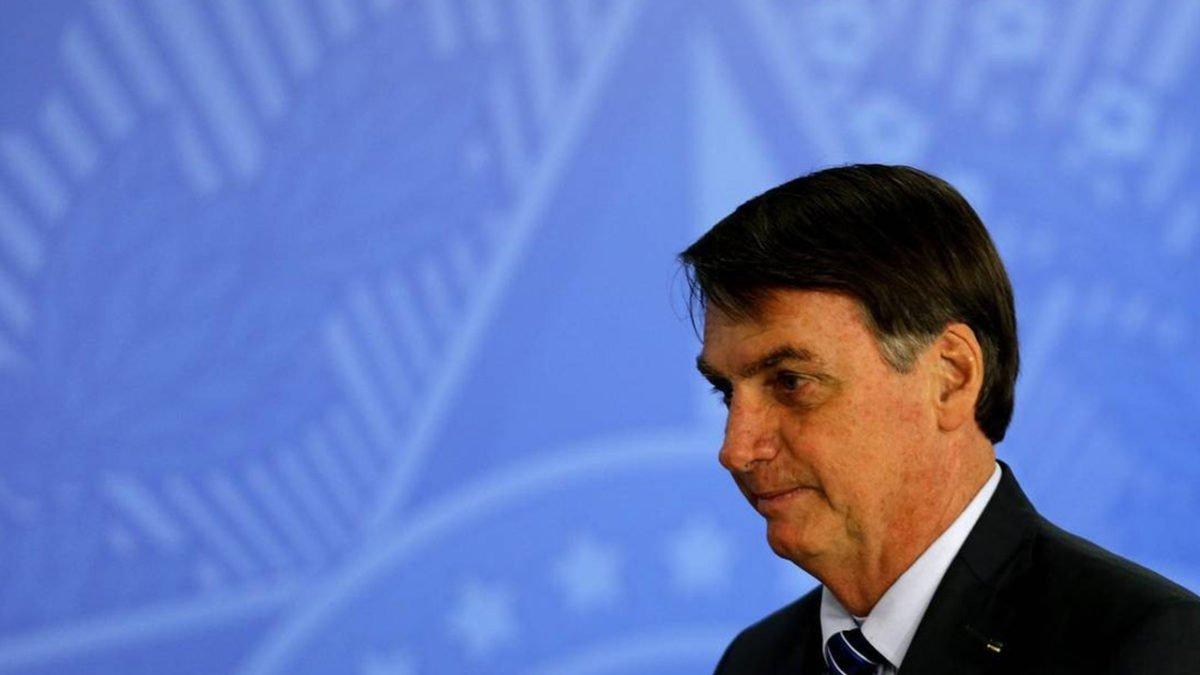 Presidente Bolsonaro aumenta jornada de trabalho de bancários e agências devem funcionar aos sábados