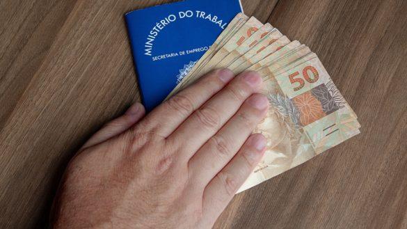 Trabalhadores poderão fazer saque do FGTS de R$ 998