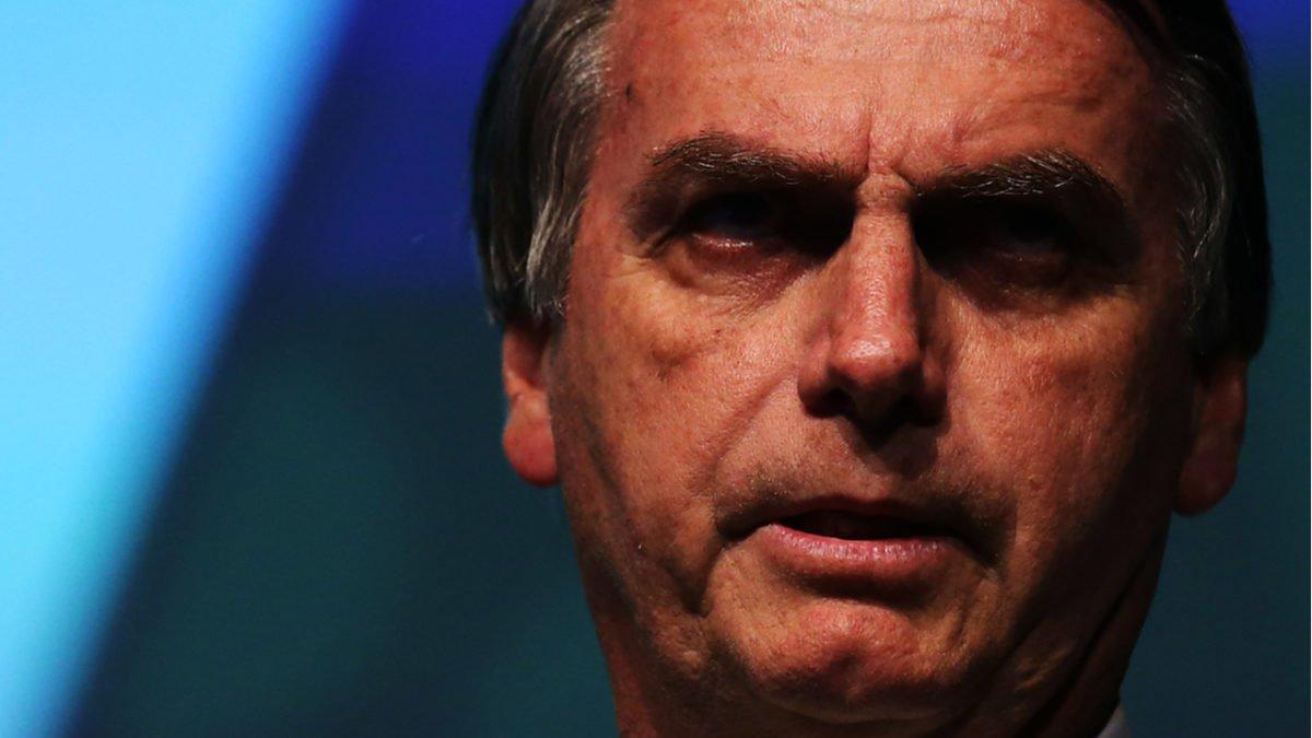 Bolsonaro assina MP e define salário mínimo de R$ 1.039 para 2020
