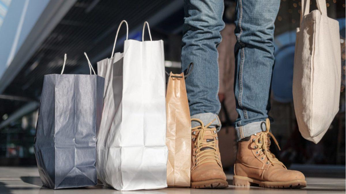 Veja os valores de multas e impostos para quem estourar cota de compras no exterior
