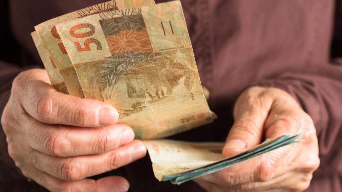 Bolsonaro define novo aumento do salário mínimo de R$ 1.039 para R$ 1.045