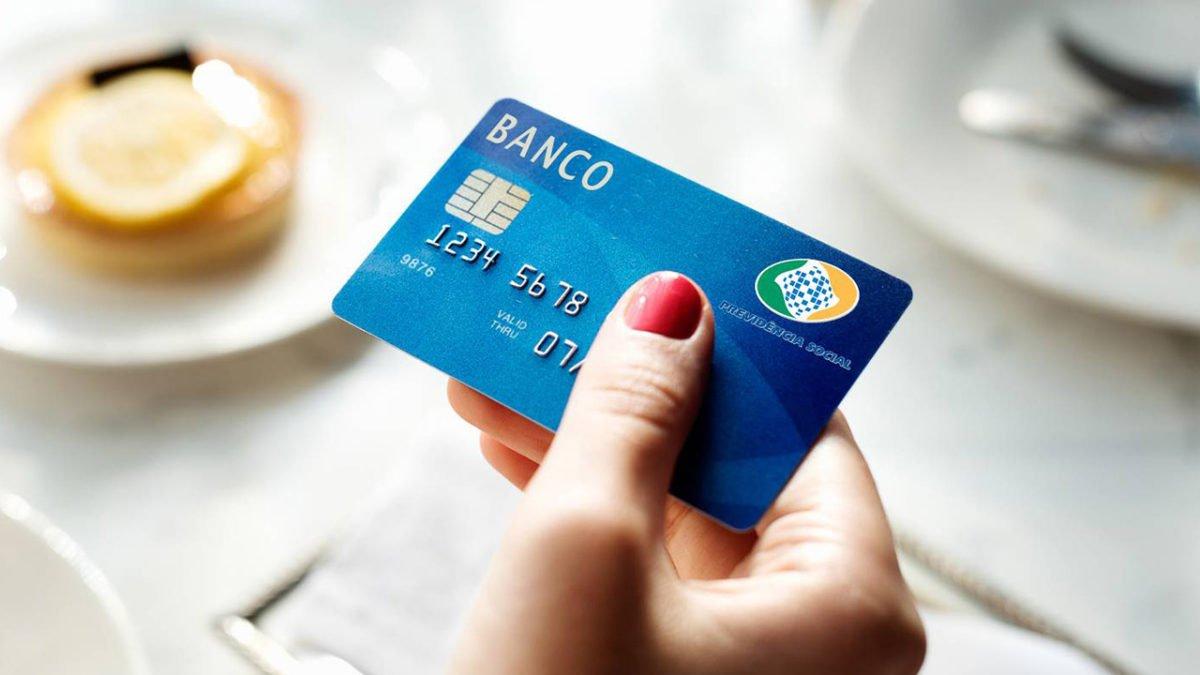 INSS está chamando os aposentados e pensionistas por telefone e WhatsApp para adquirir o novo cartão do benefício?