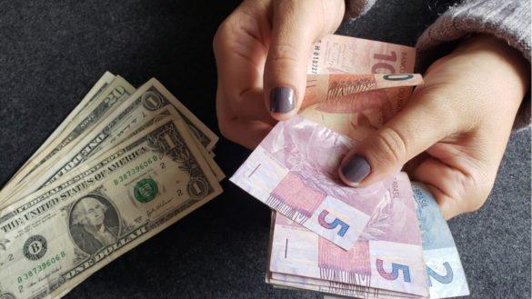 Dólar vai a R$ 4,3198