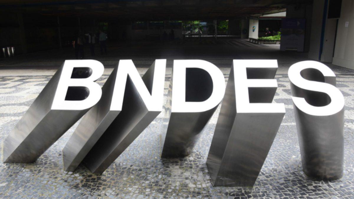BNDES transfere R$ 20 bi para nova rodada de saques do FGTS e suspende pagamento de empréstimos