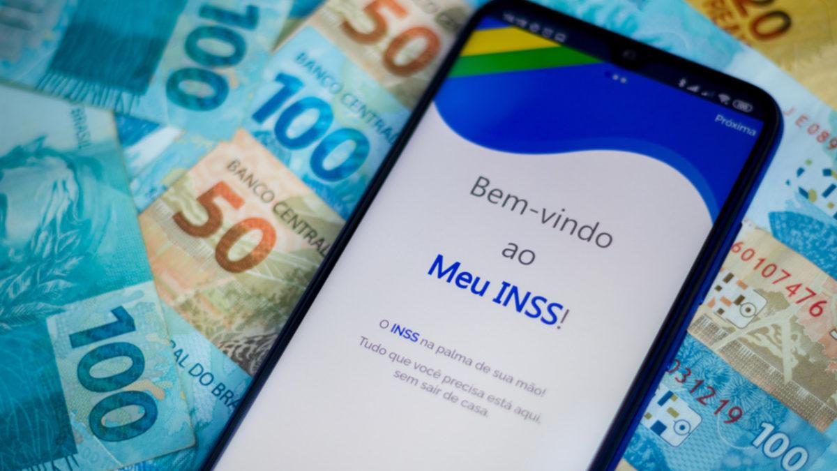 Aposentados do INSS podem receber até R$ 20 mil de revisão neste mês